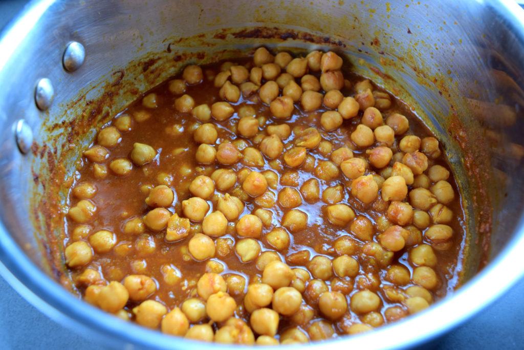 moroccan-chickpeas-in-pot