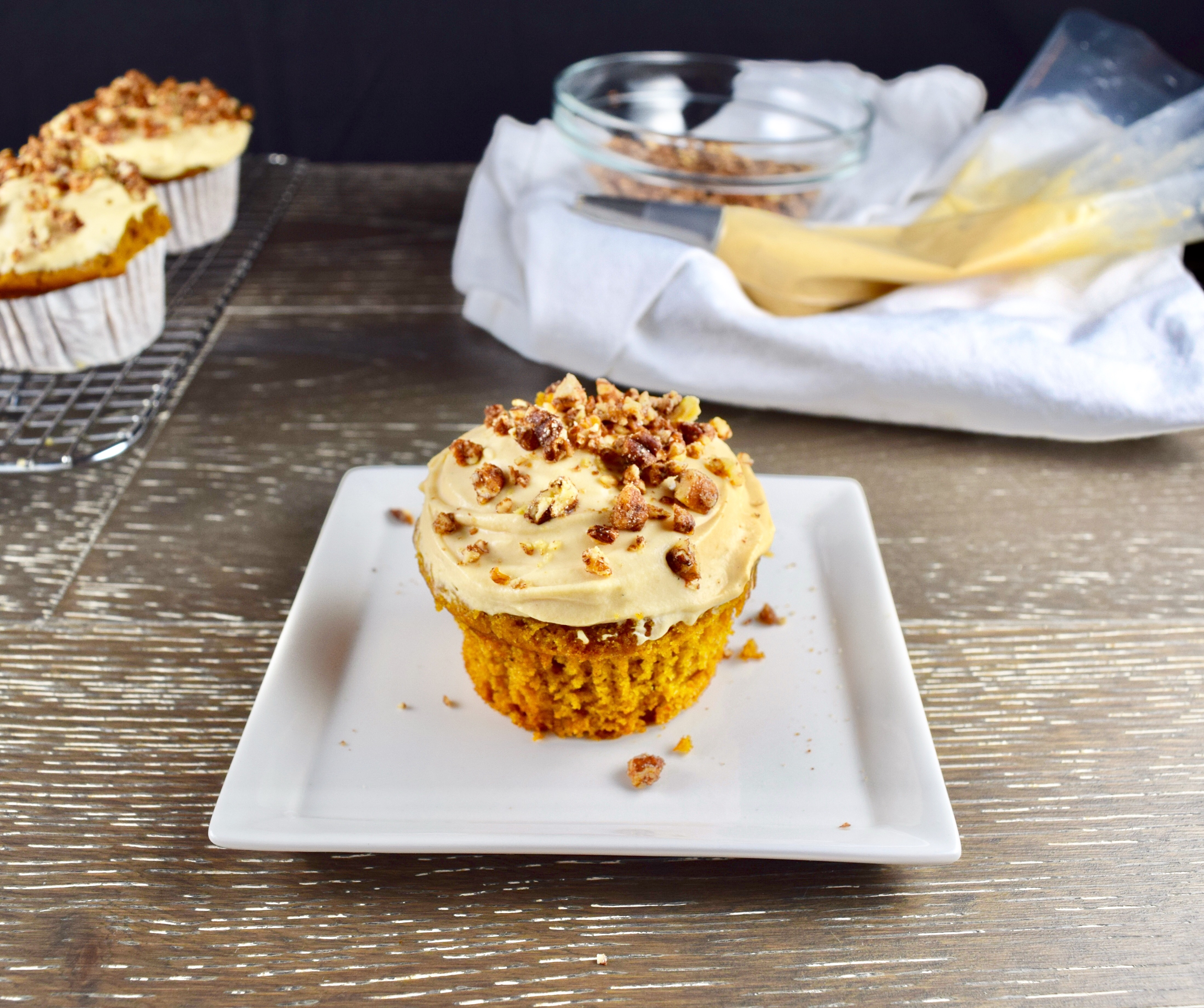 Pumpkin Spice Cupcakes with Caramel Cream Cheese Frosting ...